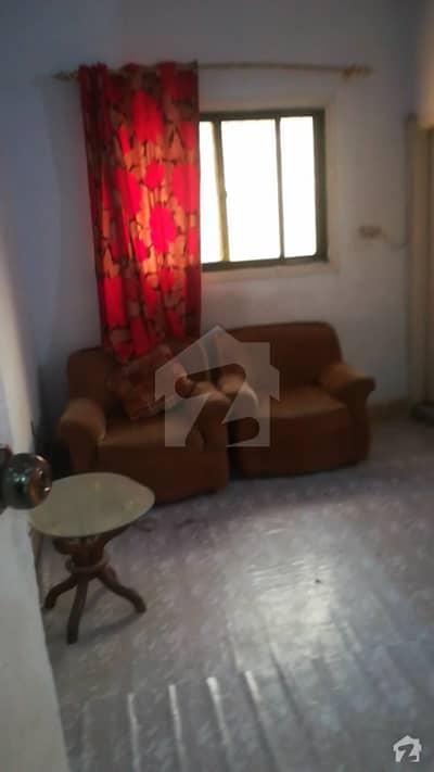 محمود آباد کراچی میں 2 کمروں کا 4 مرلہ بالائی پورشن 25 ہزار میں کرایہ پر دستیاب ہے۔