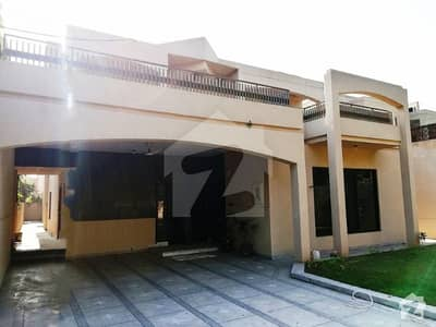 27 Marla Luxury Double Unit 6 Beds House On Sarwar Road Cantt