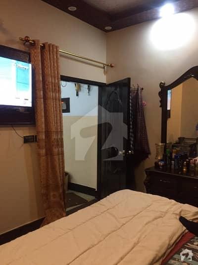 عزیز آباد گلبرگ ٹاؤن کراچی میں 3 کمروں کا 5 مرلہ فلیٹ 25 ہزار میں کرایہ پر دستیاب ہے۔