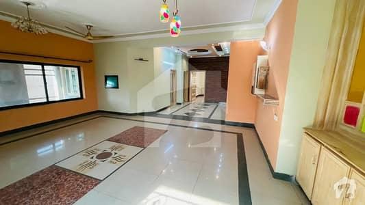 حیات آباد فیز 1 - ای2 حیات آباد فیز 1 حیات آباد پشاور میں 12 کمروں کا 1 کنال مکان 6.8 کروڑ میں برائے فروخت۔