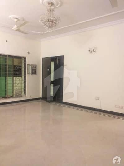 ایف ۔ 11 اسلام آباد میں 8 کمروں کا 2 کنال مکان 19 کروڑ میں برائے فروخت۔