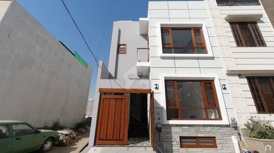 ڈی ایچ اے فیز 7 ایکسٹینشن ڈی ایچ اے ڈیفینس کراچی میں 4 کمروں کا 4 مرلہ مکان 3.9 کروڑ میں برائے فروخت۔