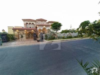 ویلینشیاء ہاؤسنگ سوسائٹی لاہور میں 6 کمروں کا 2 کنال مکان 10.5 کروڑ میں برائے فروخت۔