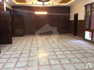 Front Open Well Maintained 6 Bedroom House With Basement For Rent