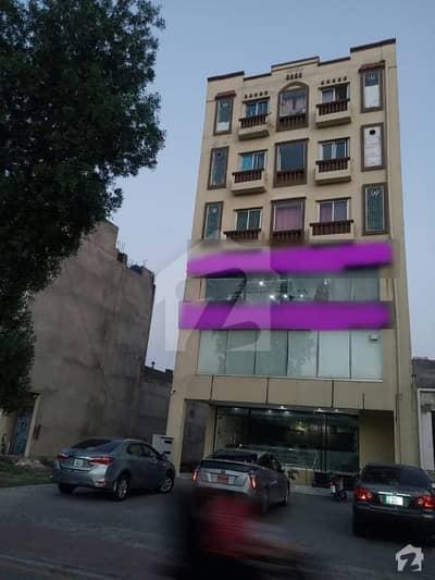 بحریہ ٹاؤن سیکٹر سی بحریہ ٹاؤن لاہور میں 1 کمرے کا 5 مرلہ عمارت 7.15 کروڑ میں برائے فروخت۔