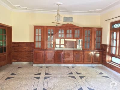 666 Square Yards House In F-7 For Sale