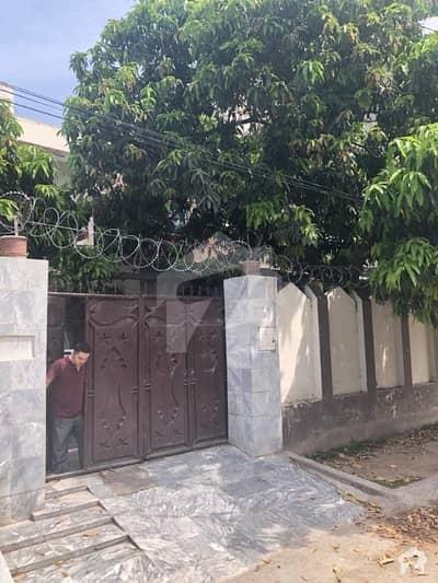 حیات آباد فیز 2 حیات آباد پشاور میں 6 کمروں کا 10 مرلہ مکان 3 کروڑ میں برائے فروخت۔