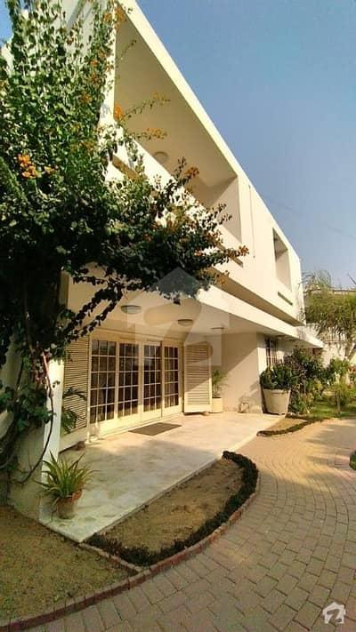 کلفٹن ۔ بلاک 5 کلفٹن کراچی میں 5 کمروں کا 2 کنال مکان 20 کروڑ میں برائے فروخت۔