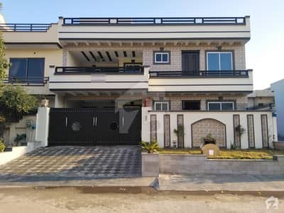House Of 3200 Square Feet For Sale In G13