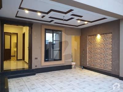 نشیمنِ اقبال فیز 2 نشیمنِ اقبال لاہور میں 5 کمروں کا 10 مرلہ مکان 1.95 کروڑ میں برائے فروخت۔