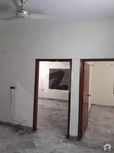 ڈی ایچ اے فیز 2 ڈیفنس (ڈی ایچ اے) لاہور میں 2 کمروں کا 4 مرلہ فلیٹ 35 ہزار میں کرایہ پر دستیاب ہے۔