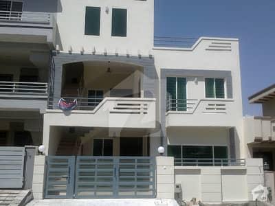 جی ۔ 13 اسلام آباد میں 4 کمروں کا 4 مرلہ مکان 1.75 کروڑ میں برائے فروخت۔