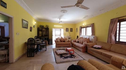 ڈی ایچ اے فیز 5 ڈی ایچ اے کراچی میں 6 کمروں کا 1 کنال مکان 9.5 کروڑ میں برائے فروخت۔