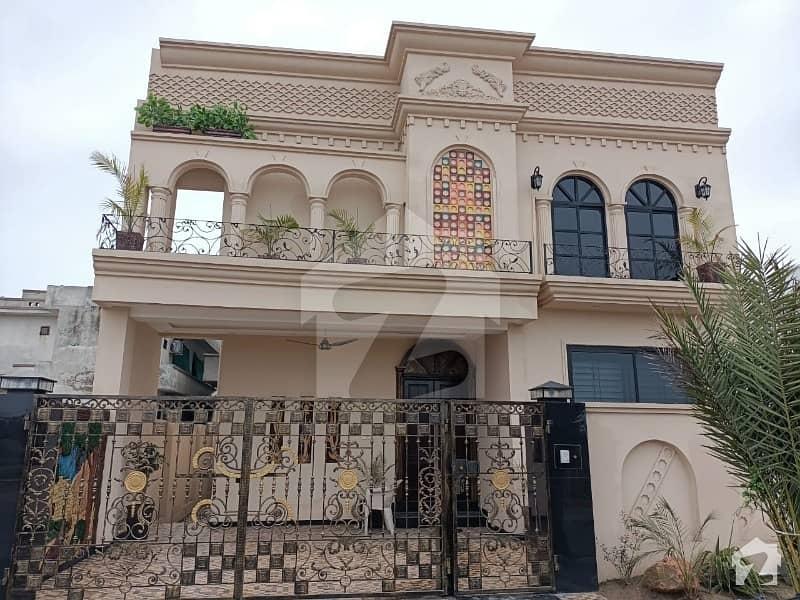 ڈی سی کالونی گوجرانوالہ میں 5 کمروں کا 10 مرلہ مکان 2.75 کروڑ میں برائے فروخت۔