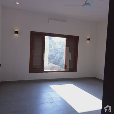 Well Maintained 6 Bedrooms House For Ale