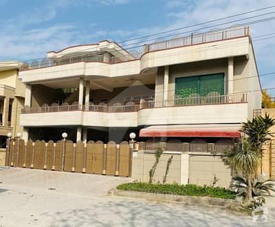 آفیسرز کالونی واہ میں 6 کمروں کا 12 مرلہ مکان 5 کروڑ میں برائے فروخت۔