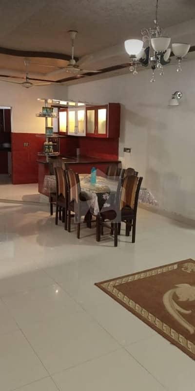شہید ملت روڈ کراچی میں 4 کمروں کا 13 مرلہ بالائی پورشن 4.4 کروڑ میں برائے فروخت۔