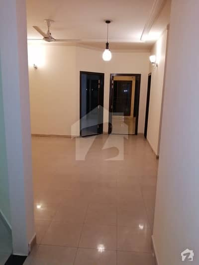 1015  Square Feet Flat In Dha Phase 8 - Ex Air Avenue For Rent At Good Location