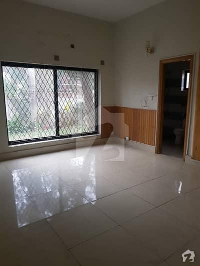 ایف ۔ 8/3 ایف ۔ 8 اسلام آباد میں 8 کمروں کا 1.2 کنال مکان 3.5 لاکھ میں کرایہ پر دستیاب ہے۔