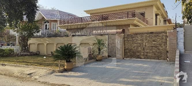 Perfect 4500  Square Feet House In F-10/2 For Sale