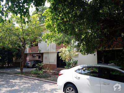 گلبرگ 2 گلبرگ لاہور میں 4 کمروں کا 13 مرلہ مکان 2.5 لاکھ میں کرایہ پر دستیاب ہے۔