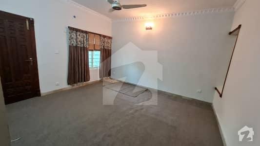 ایف ۔ 6 اسلام آباد میں 3 کمروں کا 18 مرلہ بالائی پورشن 1.55 لاکھ میں کرایہ پر دستیاب ہے۔