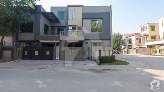 بحریہ ٹاؤن رفیع بلاک بحریہ ٹاؤن سیکٹر ای بحریہ ٹاؤن لاہور میں 3 کمروں کا 5 مرلہ مکان 1.4 کروڑ میں برائے فروخت۔