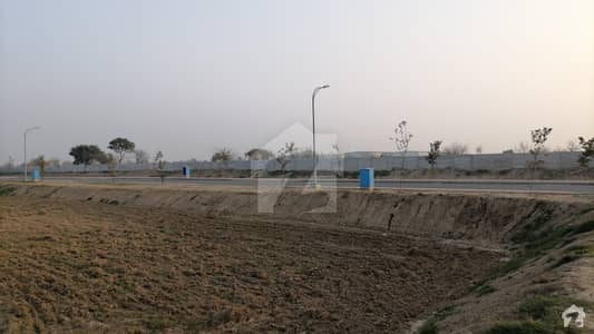 10MARLA CORNER PLOT LOCATED IN BAHRIA ORCHARD PHASE4 ON GROUND POSSESSION DEVELOPED PLOT BUILDER LOCATION