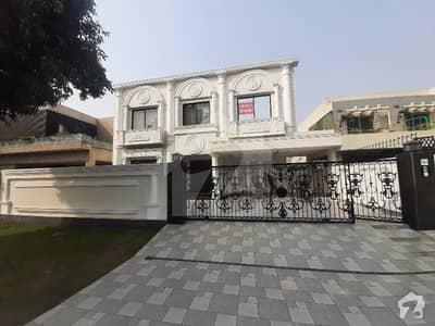 ڈی ایچ اے فیز 5 - بلاک اے فیز 5 ڈیفنس (ڈی ایچ اے) لاہور میں 5 کمروں کا 1 کنال مکان 7.5 کروڑ میں برائے فروخت۔