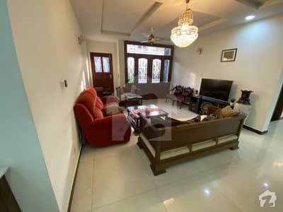 ایف ۔ 10/1 ایف ۔ 10 اسلام آباد میں 7 کمروں کا 1.07 کنال مکان 10.5 کروڑ میں برائے فروخت۔