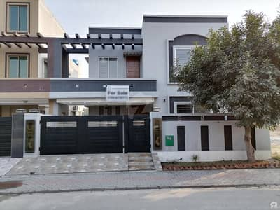 بحریہ ٹاؤن قائد بلاک بحریہ ٹاؤن سیکٹر ای بحریہ ٹاؤن لاہور میں 6 کمروں کا 10 مرلہ مکان 2.6 کروڑ میں برائے فروخت۔