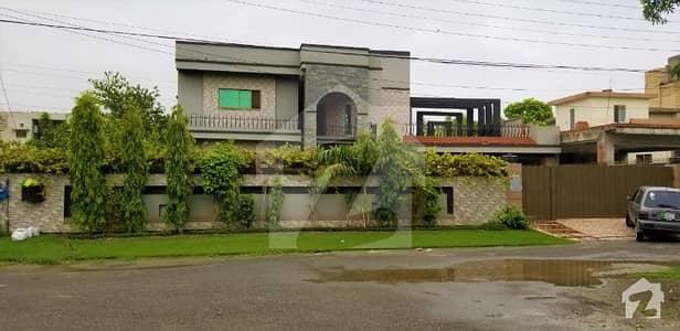 واپڈا ٹاؤن لاہور میں 5 کمروں کا 2 کنال مکان 4.8 کروڑ میں برائے فروخت۔
