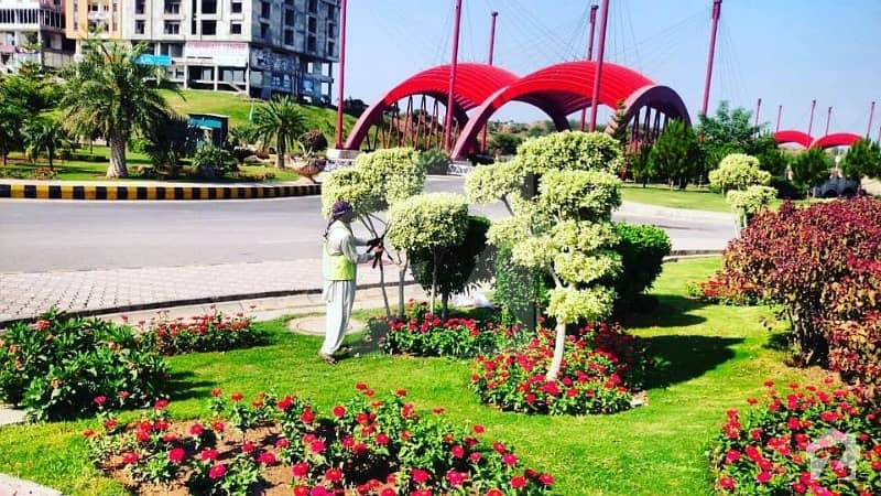 Prime Location Commercial Plots At 220 ft Wide Gulberg Park Avenue