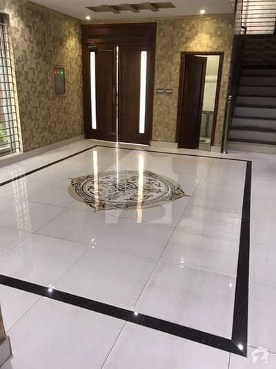 ماڈل ٹاؤن لاہور میں 4 کمروں کا 10 مرلہ مکان 92 ہزار میں کرایہ پر دستیاب ہے۔