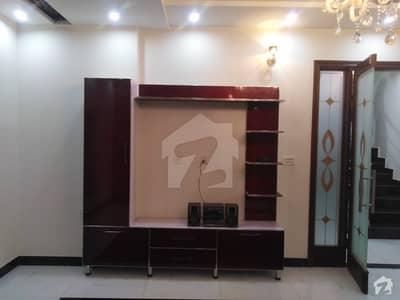 ایڈن ایگزیکیٹو ایڈن گارڈنز فیصل آباد میں 5 کمروں کا 10 مرلہ مکان 2.9 کروڑ میں برائے فروخت۔