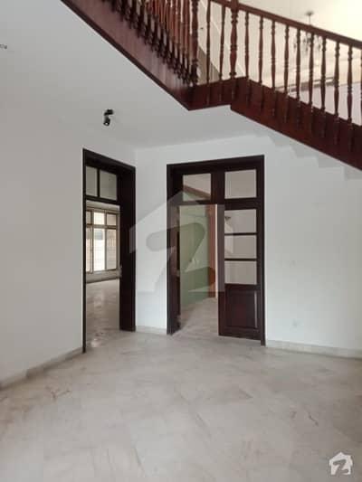 ڈی ایچ اے فیز 2 - بلاک یو فیز 2 ڈیفنس (ڈی ایچ اے) لاہور میں 4 کمروں کا 1 کنال مکان 1.1 لاکھ میں کرایہ پر دستیاب ہے۔