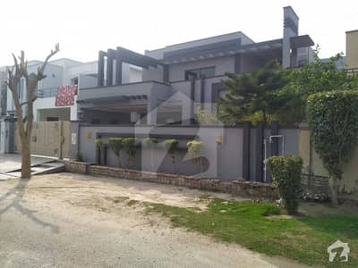 Near Jamia MASJID 20 Marla House Is Up For Urgently Sale