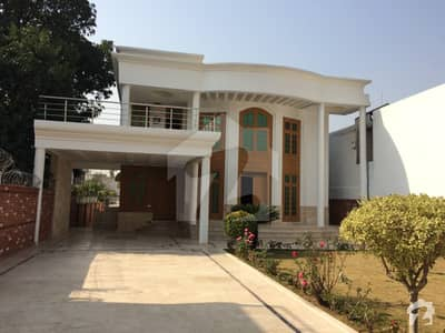 At Luxurious Back Open 8 Bed House With Huge Basement At 6000