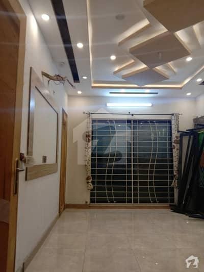 ڈی ایچ اے فیز 8 سابقہ ایئر ایوینیو ڈی ایچ اے فیز 8 ڈی ایچ اے ڈیفینس لاہور میں 3 کمروں کا 10 مرلہ بالائی پورشن 40 ہزار میں کرایہ پر دستیاب ہے۔