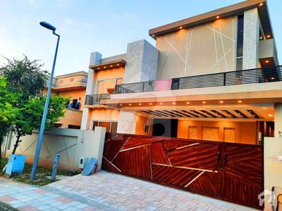 One Kanal Designers House Available For Sale