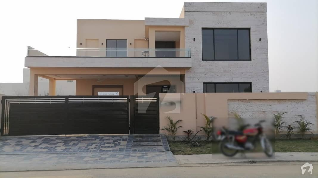 1 Kanal Brand New Beautiful Solid Constructed House Sector M3