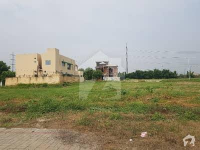 بینکرس ایوینیو کوآپریٹو ہاؤسنگ سوسائٹی لاہور میں 5 کمروں کا 1.8 کنال مکان 4 کروڑ میں برائے فروخت۔