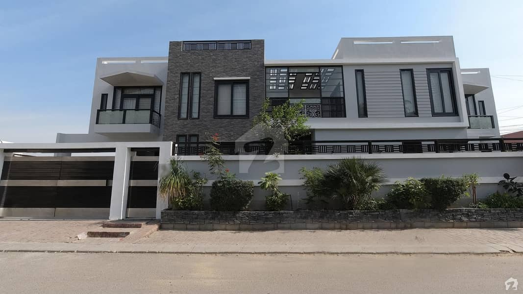 500 Square Yards Spacious House Available In DHA Defence For Sale