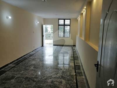 گلبرگ 2 گلبرگ لاہور میں 1 کمرے کا 5 مرلہ بالائی پورشن 70 ہزار میں کرایہ پر دستیاب ہے۔
