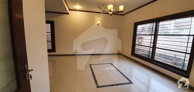 300 Sq Yard Bungalow For Rent