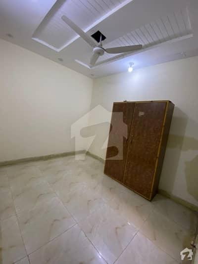 مسلم ٹاؤن لاہور میں 4 کمروں کا 2 مرلہ فلیٹ 90 لاکھ میں برائے فروخت۔