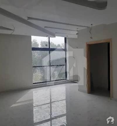 گلبرگ لاہور میں 1 کنال عمارت 18 کروڑ میں برائے فروخت۔