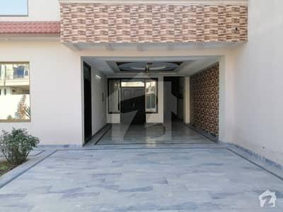 Lavish House In Heart Of Pwd Housing Society 1 Kanal