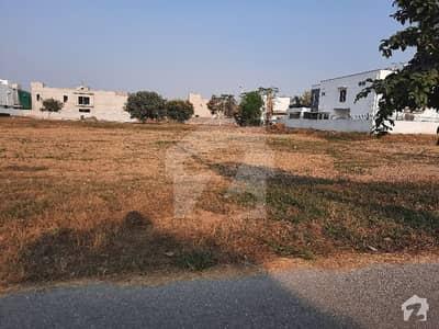 ڈی ایچ اے فیز 3 - بلاک ڈبل ایکس فیز 3 ڈیفنس (ڈی ایچ اے) لاہور میں 1 کنال رہائشی پلاٹ 3.65 کروڑ میں برائے فروخت۔