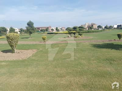 ڈی ایچ اے فیز9 پریزم - بلاک ایف ڈی ایچ اے فیز9 پریزم ڈی ایچ اے ڈیفینس لاہور میں 1 کنال رہائشی پلاٹ 1.85 کروڑ میں برائے فروخت۔